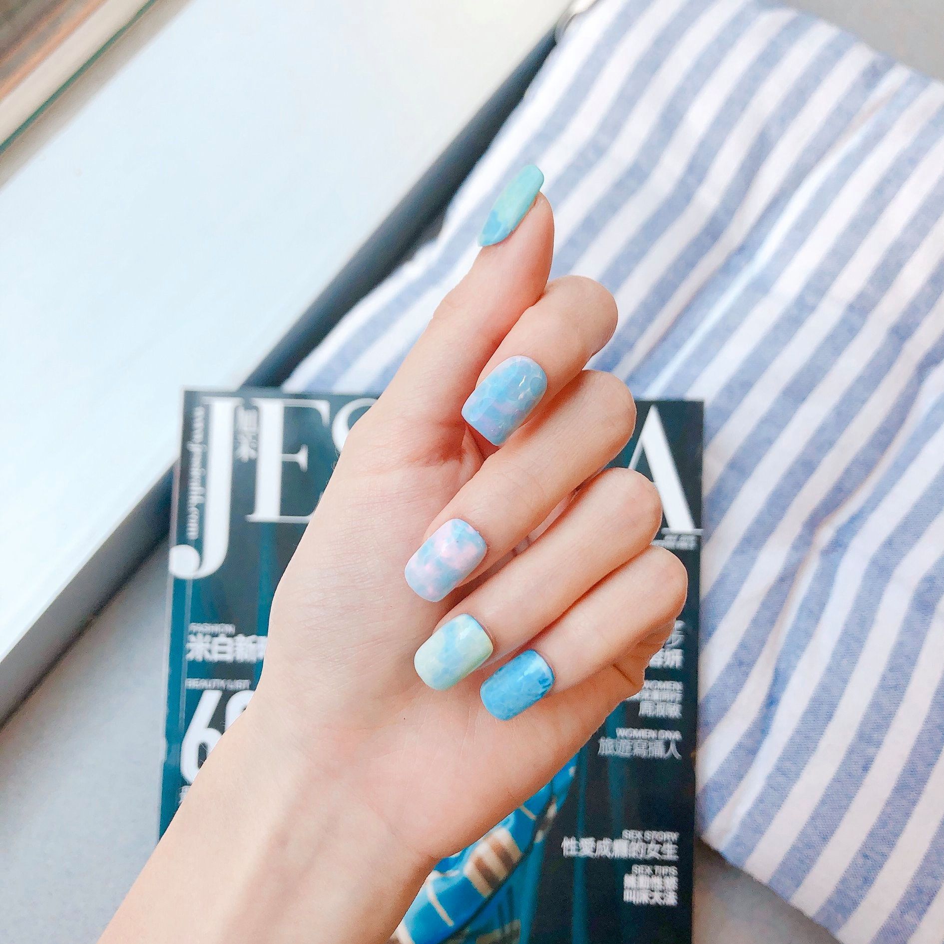 〈nailnail.creation〉 Got my nails ready for summer! It's pool time!