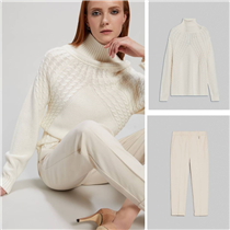 This hot snow-white match of a sweater and slim-fit trousers will instantly transport you to a winter wonderland!