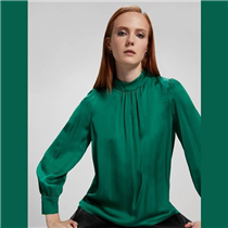 What's your holiday colour this Christmas? Emerald green will get you into the festive spirit.
