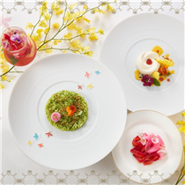 Embrace the arrival of summer with the exquisite Beauty & The Bees Dinner Set , jointly presented by COVA and GUERLAIN. A limited-edition 5-course tasting menu, promising a journey of tastes from meadows of Italy to blooming fields of provence.  Available now until 31 July 2019
