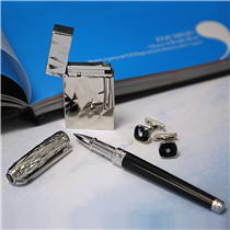 Whether it is with your lighter, pen or cufflinks, shine bright like a diamond with S.T. Dupont :