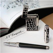 Featuring goldsmith and lacquer know-how, these croco-pattern matching pen and lighter are remarkably refined and sophisticated :