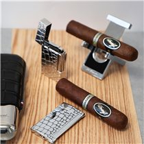Experience the unique bliss of lighting a cigar with the new « croco » collection. Start with the Slim 7 and its blue torch flame, then enjoy the perfect « cling » and the softness of the Ligne 2.