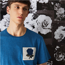 Our signature jersey t-shirts are indispensable wardrobe staples. Cut from soft cotton, they are  designed with a regular fit and finished with a signature woven 1926 rose chest patch.