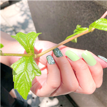 〈nailnail.creation〉 Fresh nails are always the best summer accessory!
