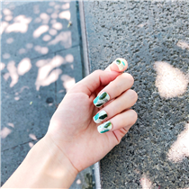 〈nailnail.creation〉 Add a little sparkle to your summer!